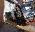 Vehículo de Emaya metido en un socavón