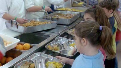 Educació se retrasa 2 meses en la convocatoria de las ayudas de comedor
