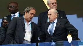Blatter y Platini, expulsados del fútbol