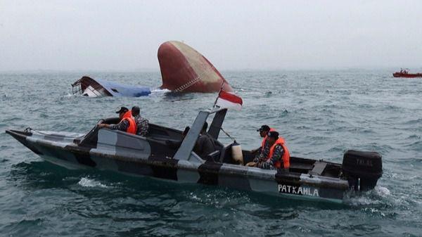 Indonesia recupera 63 cadáveres de un barco naufragado