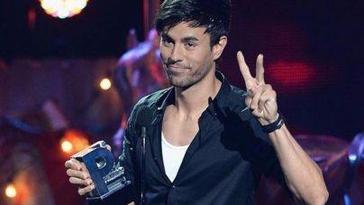 Perdón por los sujetadores lanzados en un concierto de Enrique Iglesias