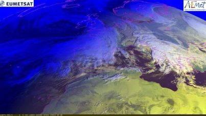 Image satélite de una masa nubosa sobre Balears