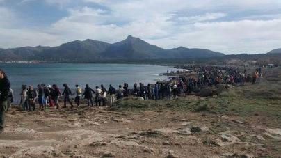 Protesta masiva en Son Serra de Marina contra los chiringuitos