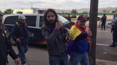 Un diputado de Podem lidera una manifestación republicana con escasa participación
