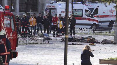 Al menos 10 muertos y 15 heridos en la explosión en el centro de Estambul