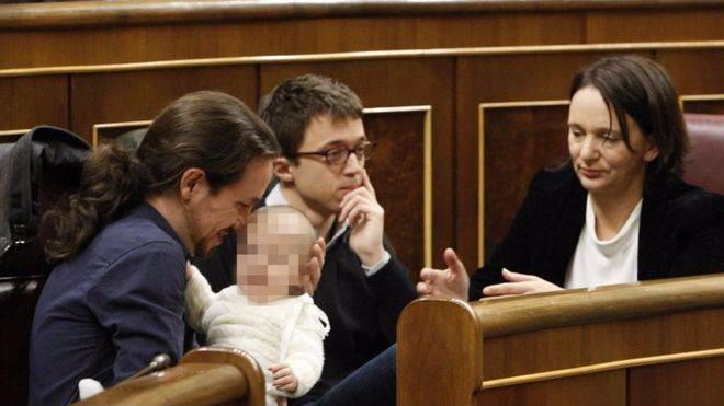 La diputada Bescansa se lleva a su bebé al Congreso