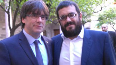 El conseller Vicenç Vidal se arrima a Puigdemont