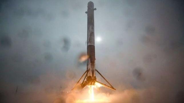 El cohete Falcon se estrella y explota en pleno aterrizaje marino