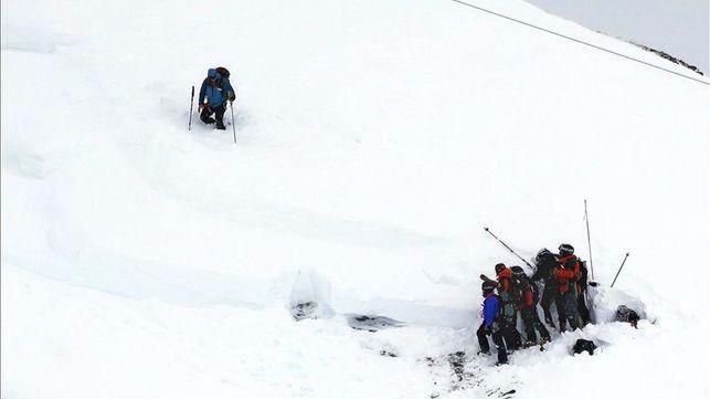 Mueren 5 militares arrastrados por un alud en los Alpes