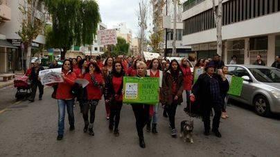 500 personas protestan contra la matanza de las cabras de Es Vedrà