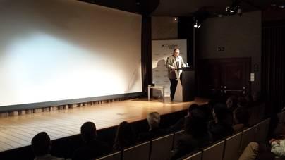 Miguel Artigues, presidente de la Asociación, durante su intervención