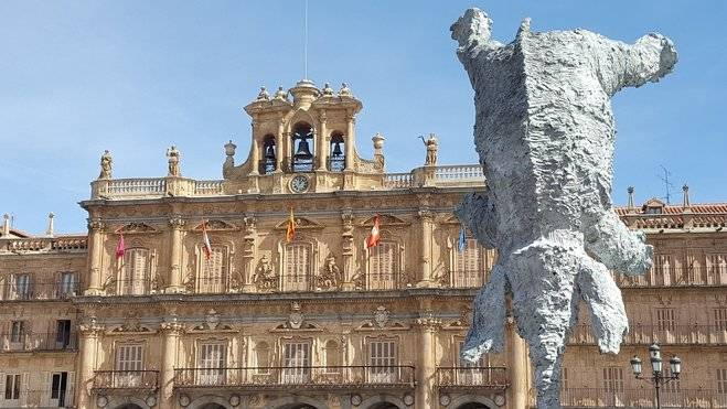 Escultura del elefante en la Plaza Mayor