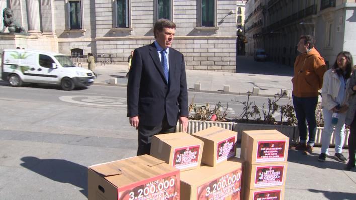 El padre de Diana Quer lleva 3 millones de firmas a favor de la prisión permanente revisable