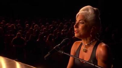 Lady Gaga sopla 33 velas