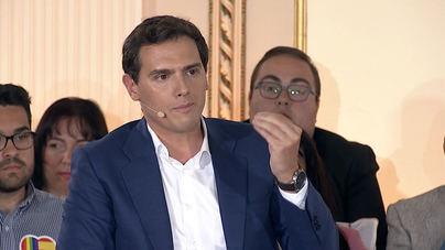 Rivera pregunta a Sánchez 'que más' quiere dar a Cataluña