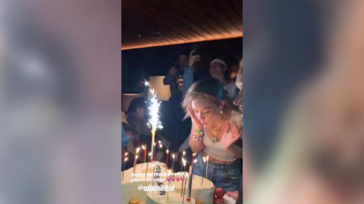 La top Gigi Hadid sopla 24 velas