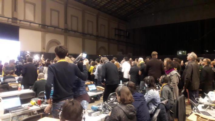 Gritos de independencia en la sede de ERC a la espera del resultado