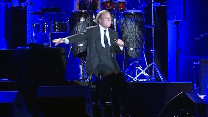 Julio Iglesias recibe un Grammy honorífico por su trayectoria