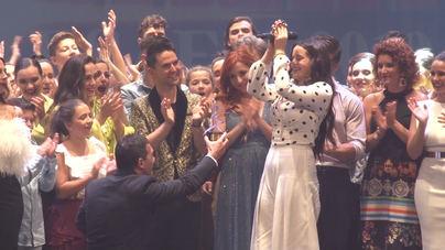 Rosalía recibe el Premio Antonio Banderas