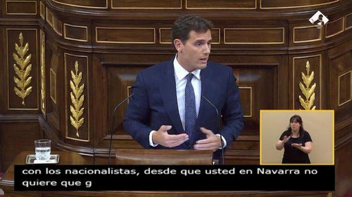 Rivera critica que Sánchez se reparte los sillones con Podemos 'en la sala de al lado'