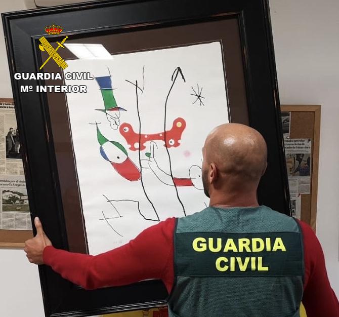 Una pareja le roba a una amiga dos litografías de Miró y se las cambia por copias en Selva