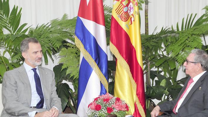El medio oficial cubano 'Granma' publica la foto de la vista del Rey a Raúl Castro