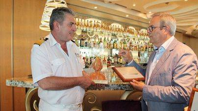 Vicent Torres recibe al crucero Tui Discovery