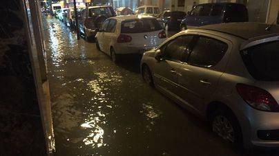 La tormenta del viernes volvió a anegar las calles de Vila
