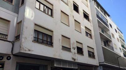 Rescatados dos ancianos en un incendio en un tercer piso en Eivissa