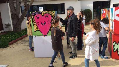 El grafitero 'Hosh' imparte un taller en la Escuela Francesa