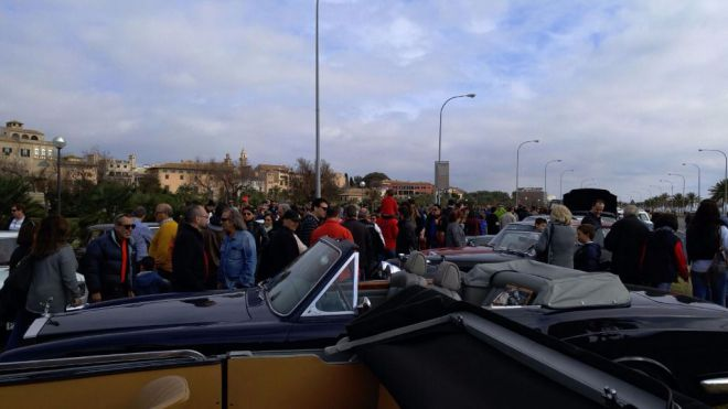 Éxito de asistencia en la exposición de coches clásicos de Palma