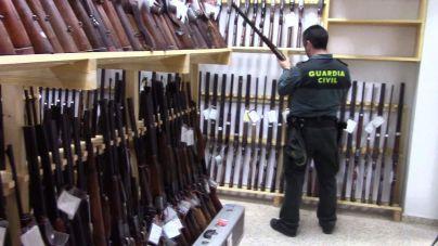 La Guardia Civil saca a subasta 606 armas