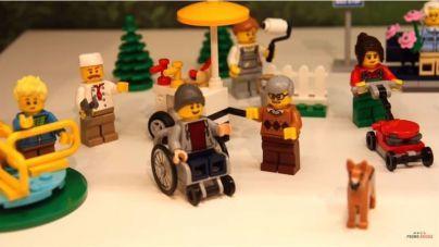 Lego ya tiene una figura en silla de ruedas