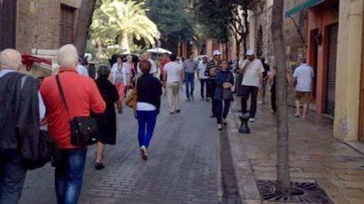 Turistas en temporada baja por las calles de Palma
