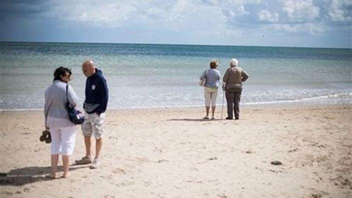 Turistas del Imserso en la playa