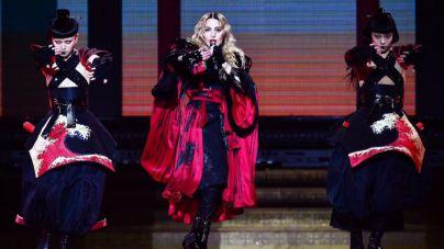 Madonna irrita a China sacando una bandera de Taiwan