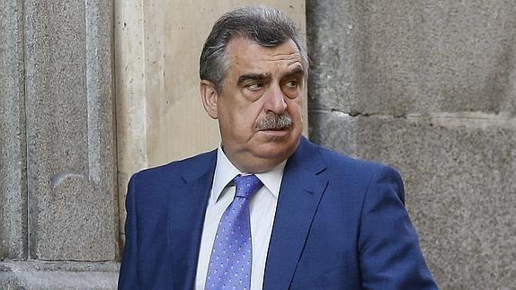 Un abogado se querella contra el juez que encarceló a los titiriteros