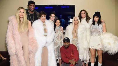 Kim Kardashian se tiñe de rubio platino