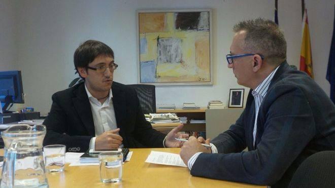 Negueruela atiende a mallorcadiario.com en su despacho. Fotos: Jorge S. L.