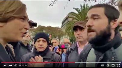 Ada Colau aguanta el 'chaparrón' ante los empleados del metro