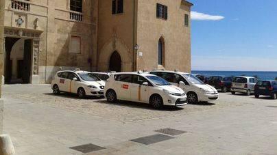 ARCA se alinea con los vecinos de la Seu exigiendo la retirada de los taxis del mirador