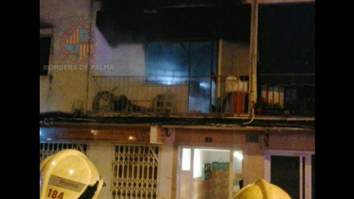 Desalojada una finca de Palma tras desatarse un incendio