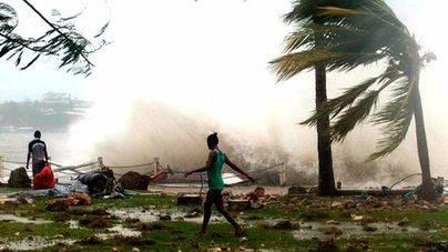 Winston deja 21 muertos a su paso por Fiyi