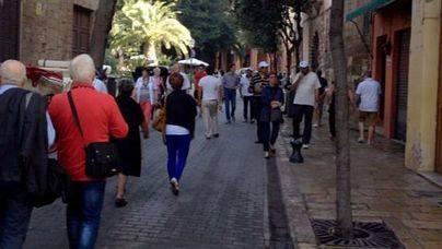Turistas de temporada baja por las calles de Palma