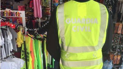 Confiscadas más de 500 prendas de ropa falsificada en s'Arenal