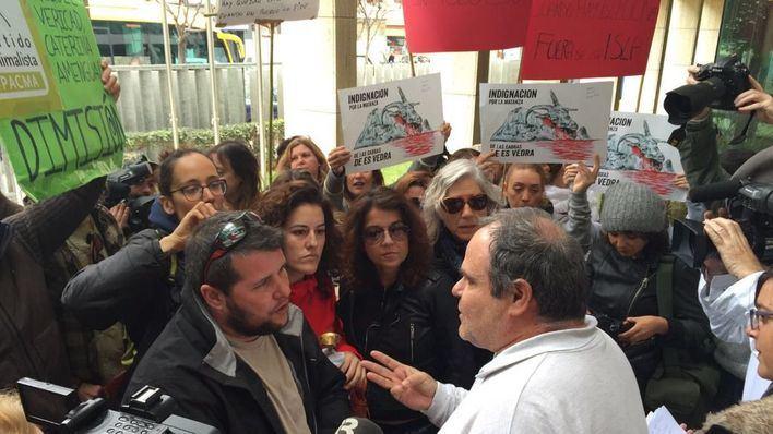 Los pro-cabras protestan en el pleno del Consell de Eivissa