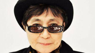Hospitalizada en Nueva York la artista Yoko Ono