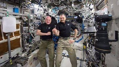 Los astronautas Kelly y Kornienko regresan tras 340 días en el espacio