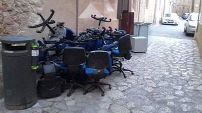 88 aires acondicionados, tóners y sillas figuran entre las multas por dejar trastos en la calle