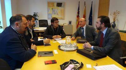 Imagen de la reunión de representantes de ASIMA con el conseller de Treball